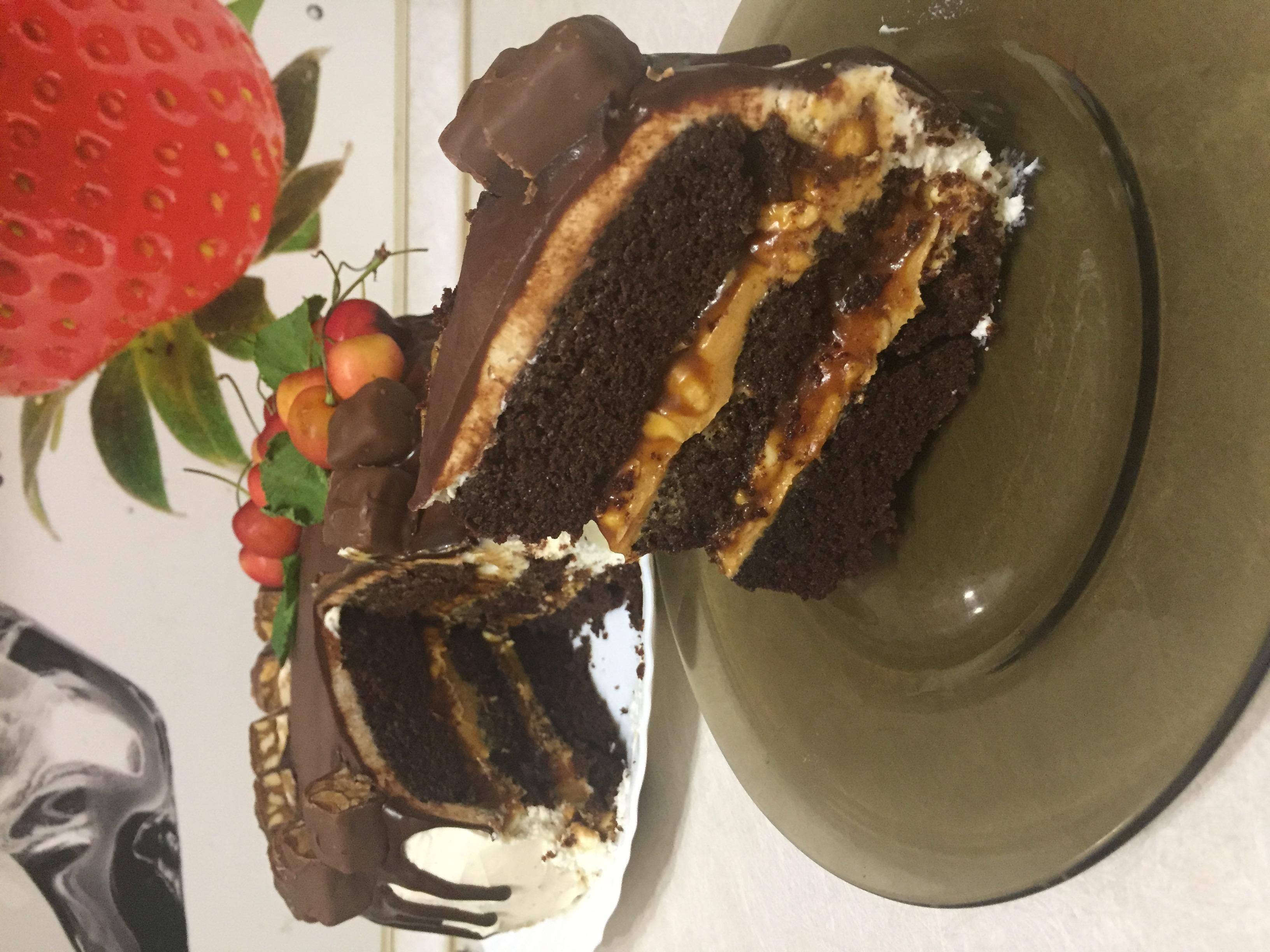 Цвет у теста для торта красный бархат должен быть бордовым, поэтому, если нужно, то можете добавить еще немного красителя.
