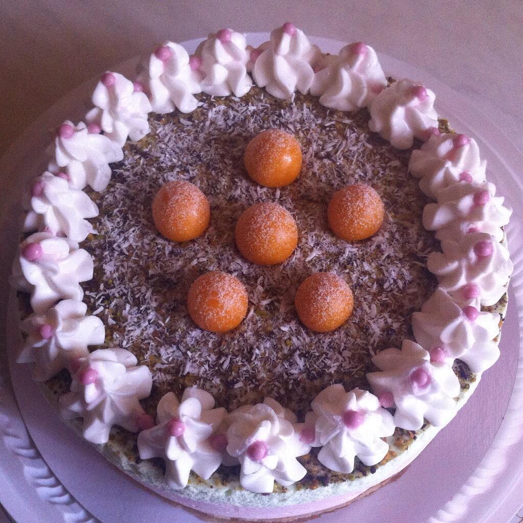 Как сделать из свежей клубники начинку для торта и пирога, быстрый рецепт приготовления